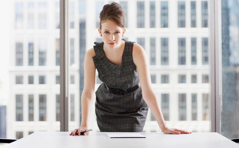 ¿Por qué la vestimenta tendría que potencializar a la mujer en losnegocios?