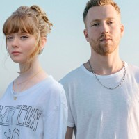Maisie Peters y JP Saxe revelaron su nuevo material musical 'Maybe Don't'
