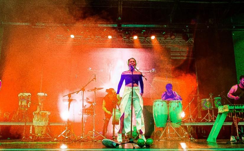 Phonoclórica lanza 'Salvajes', una canción de empoderamiento yconciencia
